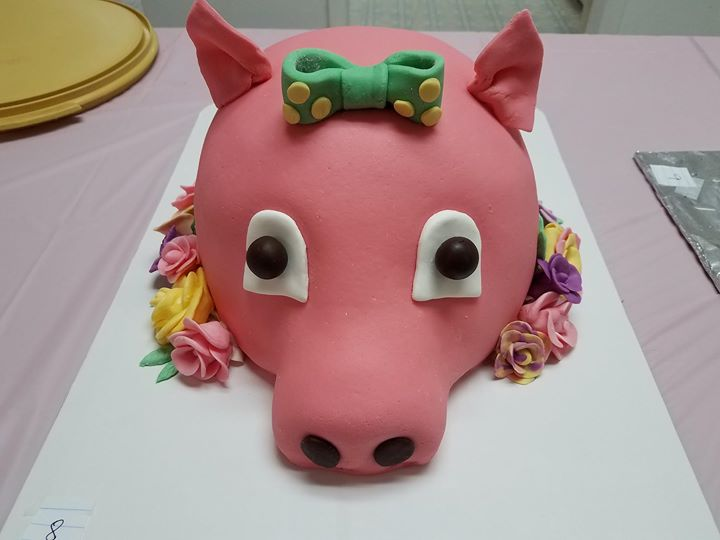 Culinary's awesome creation for the BBQ on the Bluff cake contest....flat out cool!